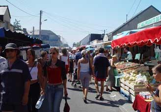 Le marché d'été de Saint-Martin-de-Bréhal