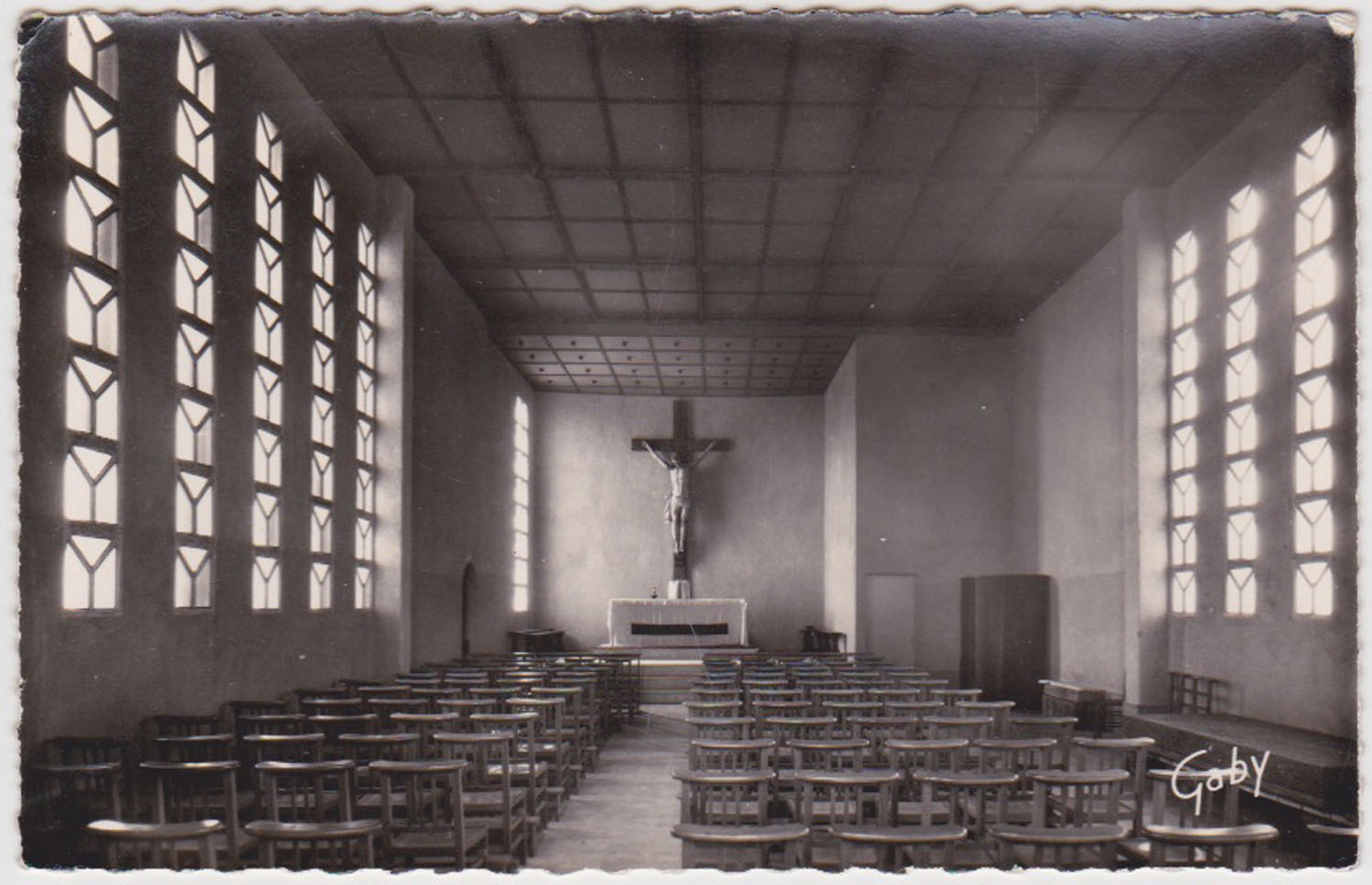 1955 St Martin Sites Eglise intérieur © collection Jean Claude (...)