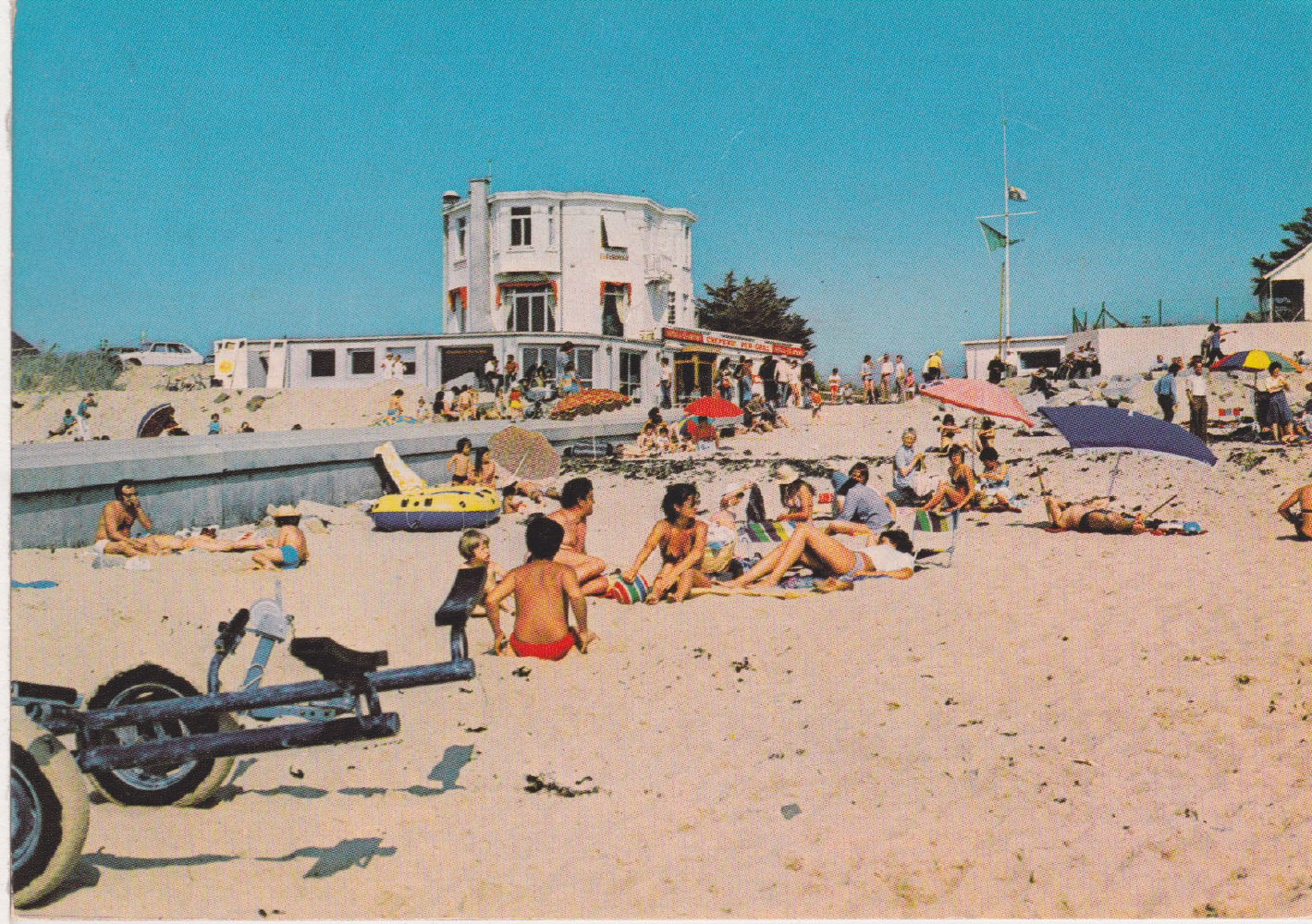 1975 St Martin Littoral Bord de mer 1 © collection Jean Claude (...)