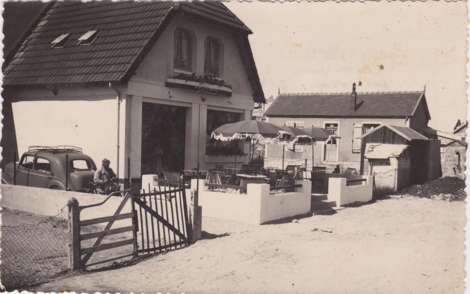 1950 St Martin Rues Rue des Iles Chausey Le Floride © collection Jean (...)
